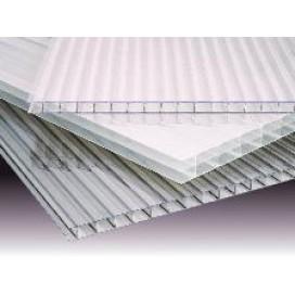 Los sistemas de policarbonato celular son paneles de policarbonato celular con un sistema de ensamblaje machiembrado.