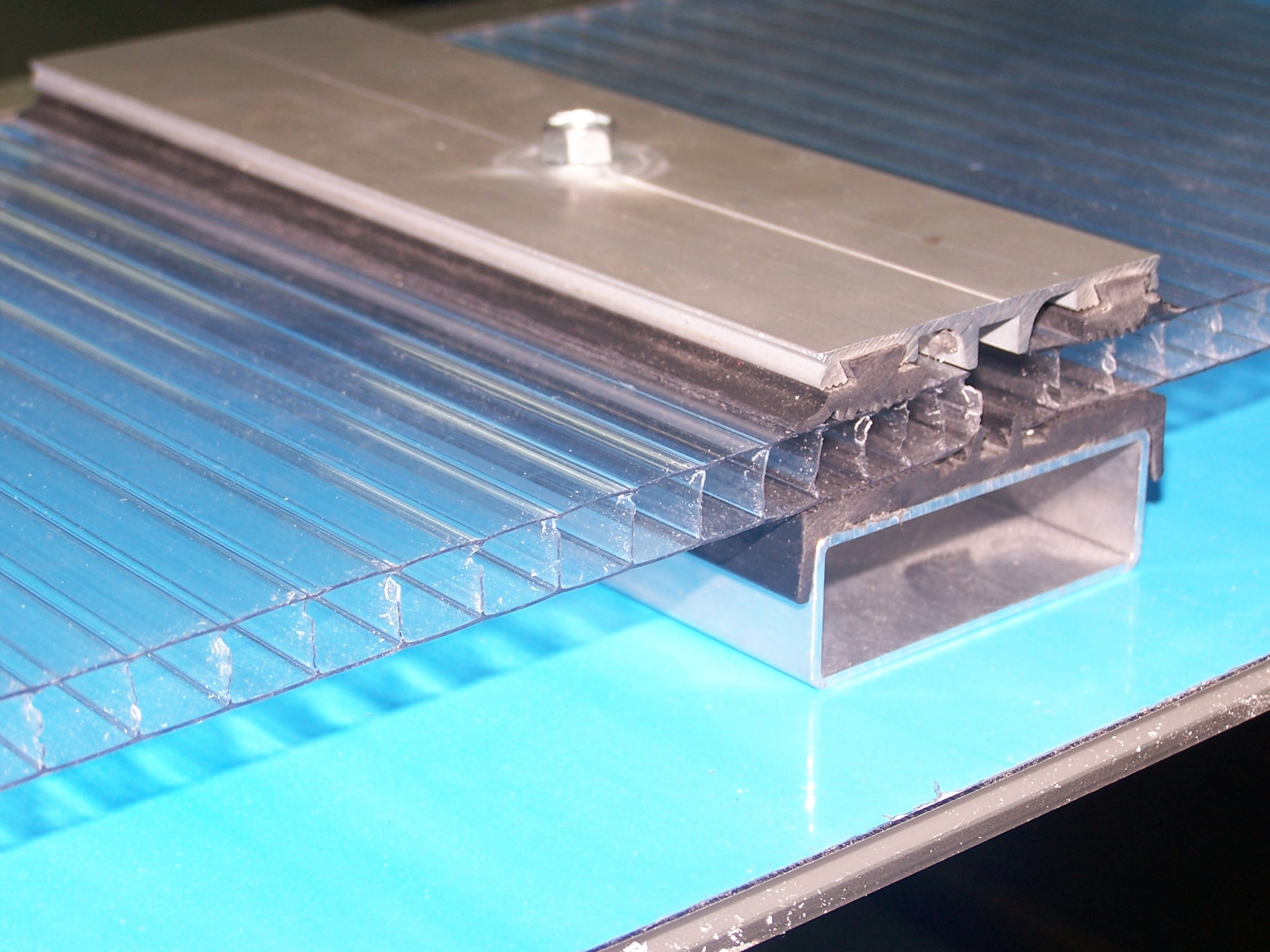 Perfiler a de aluminio y policarbonato eriplas - Perfileria de aluminio ...